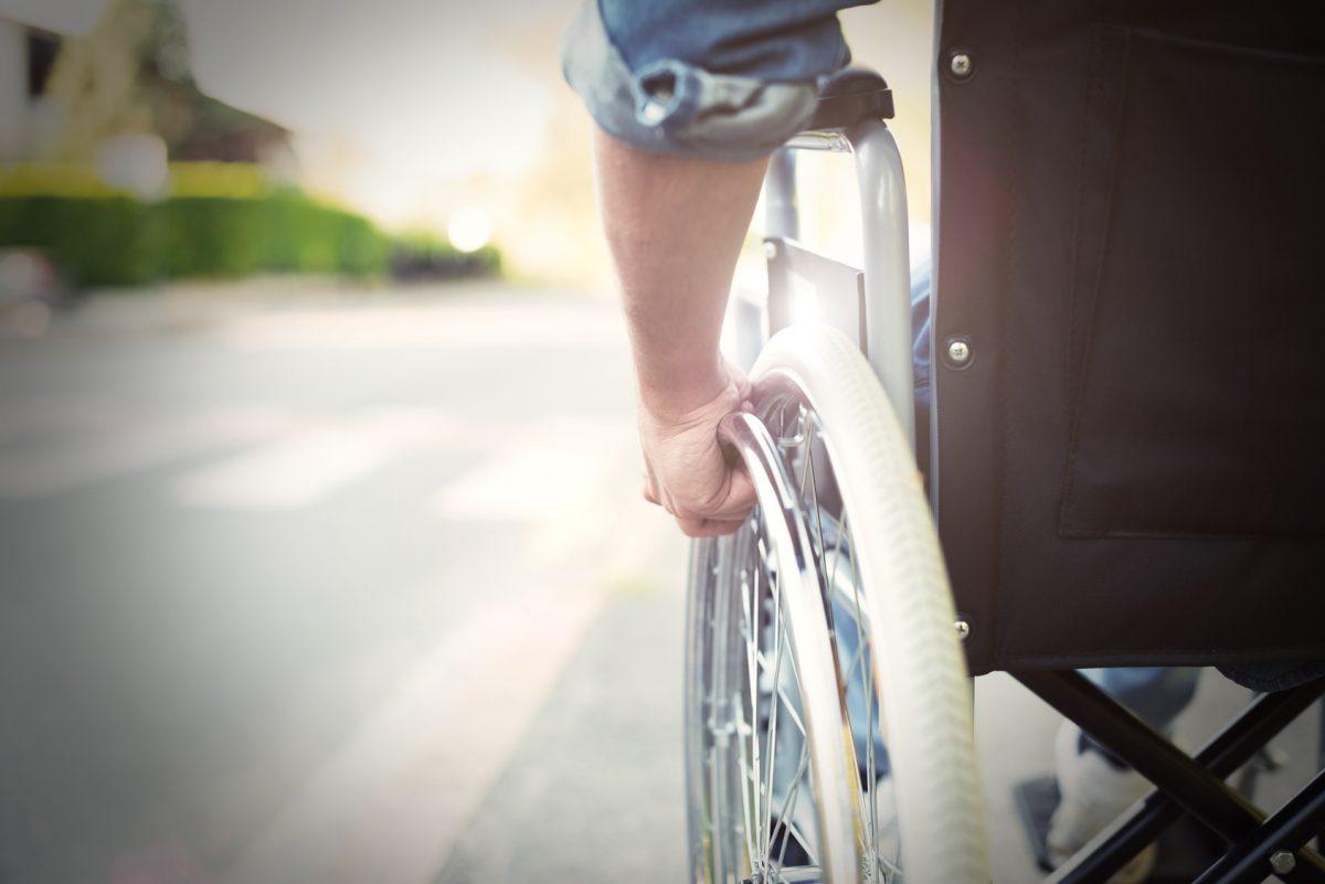 Personne en fauteuil roulant